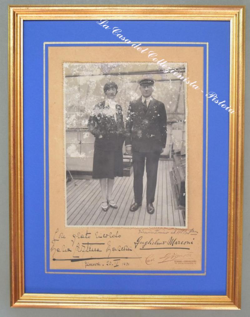 MARCONI GUGLIELMO. Scienziato italiano (1874 - 1937). Fotografia, con due belle dediche autografe di Marconi e della moglie Maria Cristina.