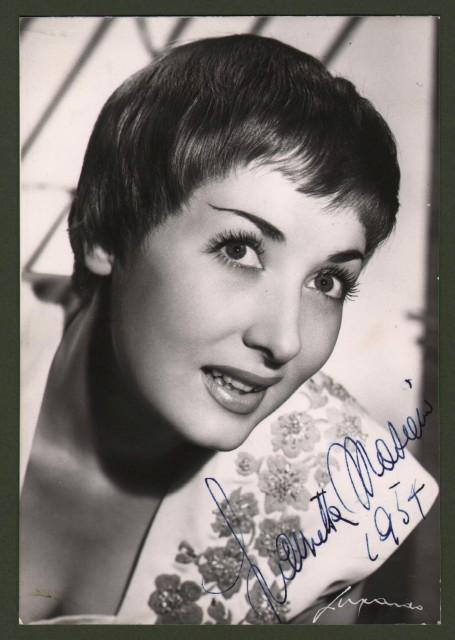 MASIERO LAURETTA (Venezia 1927-Roma 2010), attrice italiana e soubrette. Firma al recto di sua bella foto di cm 10x15. Anno 1954.