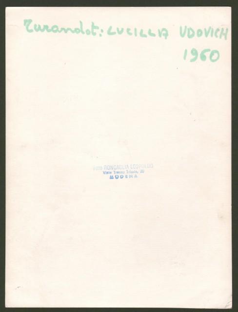 UDOVICH LUCILLA (Denver 1930 - Roma 1999). Soprano statunitense. Firma e dedica autografa al recto di sua foto di scena (Turandot, anno 1960).