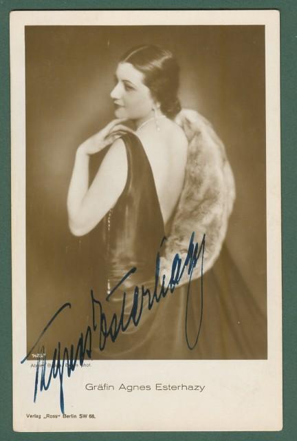 ESTER HAZY AGNES (Kolozsvar 1898 - Budapest 1956). Celebre attrice ungherese interprete di oltre 30 films tra il 1923 e il 1943. Firma autografa,  circa 1930.
