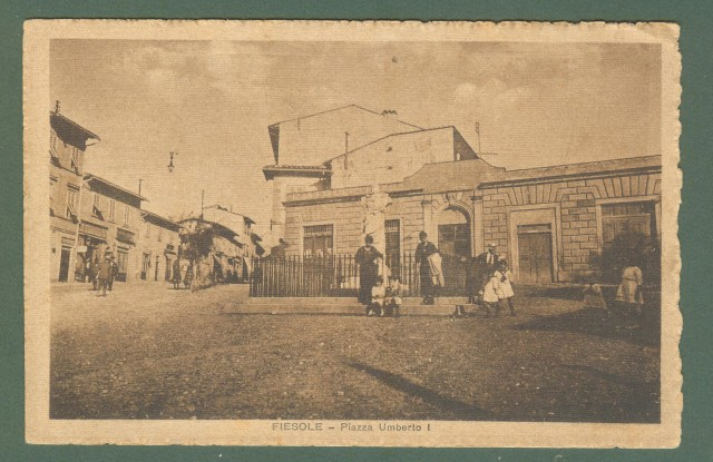Toscana. FIESOLE, Firenze. Piazza Umberto I. Cartolina d'epoca non viaggiata, circa 1925.