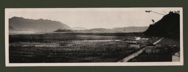 (Brescia - Como) Valle dell''Adda e linea ferroviaria Rovato-Lecco, veduta panoramica. Foto Enit, anni ''30.