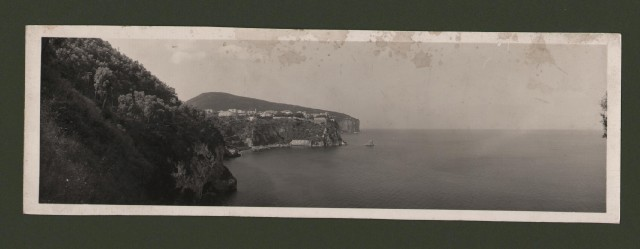 Costiera Sorrentina dalla strada di Castellammare. Un po'' macchiata superiormente.