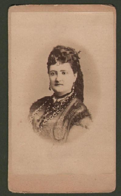 Patti Carlotta (1840 '– 1889). Soprano italiano. Bella foto (circa 1880) che la ritrae a mezzo busto.