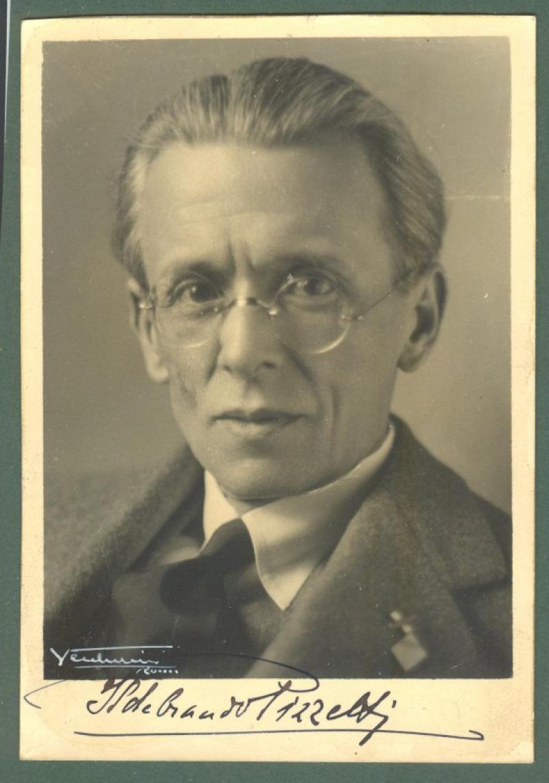 PIZZETTI ILDEBRANDO. (1880 - 1968). Compositore e musicologo italiano. Foto con al recto firma a inchiostro nero.