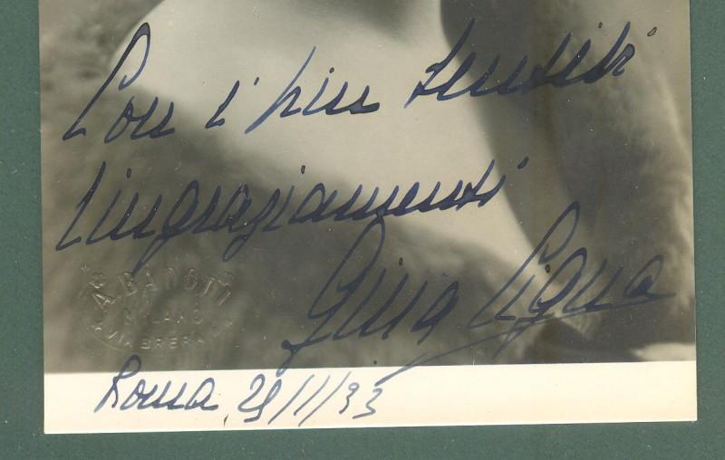 CIGNA GINA (Parigi 1900 - Milano 2001). Celebre soprano.... Foto con dedica e firma.