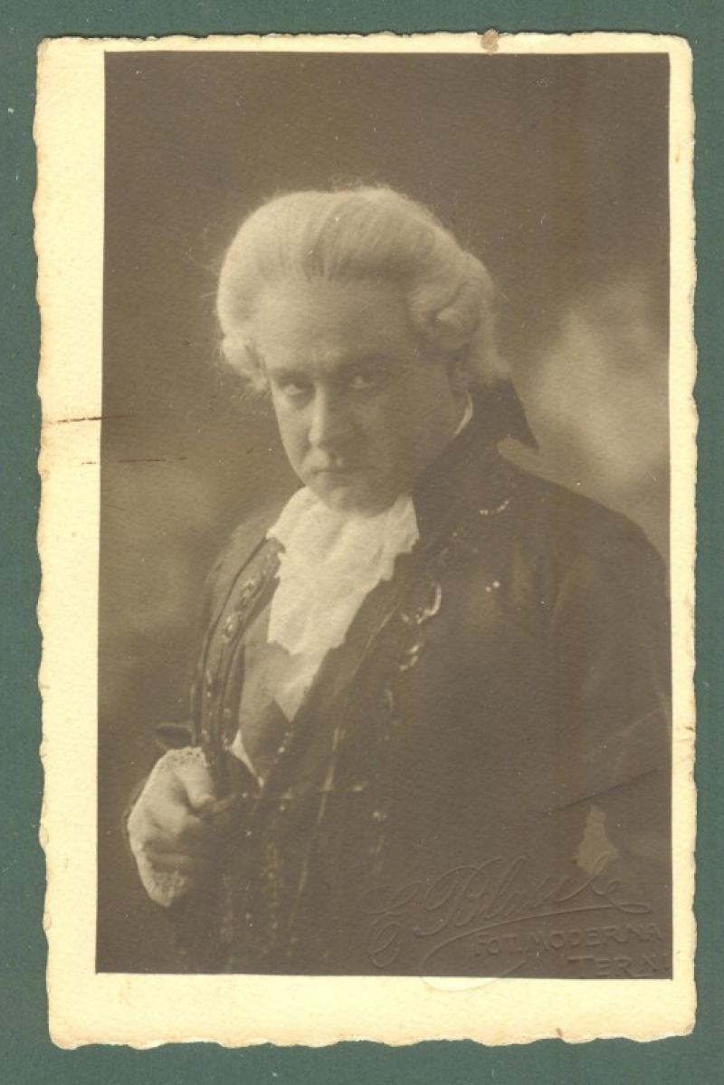 TAVANTI CORRADO (Terni 1888 - 1963). Celebre baritono. Foto cartolina con dedica autografa firmata.