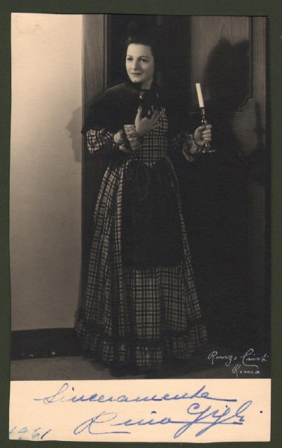 GIGLI RINA (Napoli 1916 '– Recanati 2000). Figlia di Beniamino Gigli, fu un celebre soprano italiano. Si esibì nei maggiori teatri italiani e mondiali.