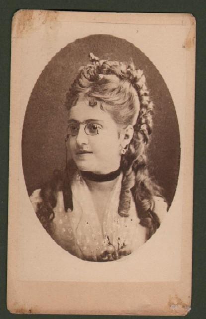 Patti Adelina (1843 '– 1919), celebre soprano italiana. Bella foto (circa 1880) che la ritrae a mezzo busto.