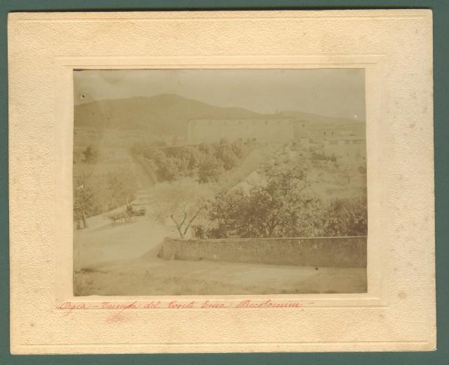 Toscana. ORGIA, Sovicille, Siena. Tenuta del Conte Enea Piccolomini. Foto all'albumina applicata all'epoca (primissimi 1900) su cartoncino.
